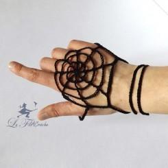 Spiderweb mitten