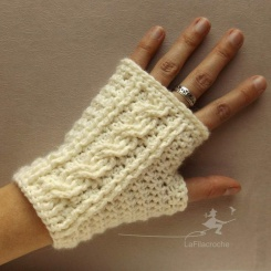 Crochet cables mittens