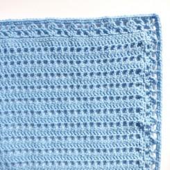 Couverture bébé unie bleue.
