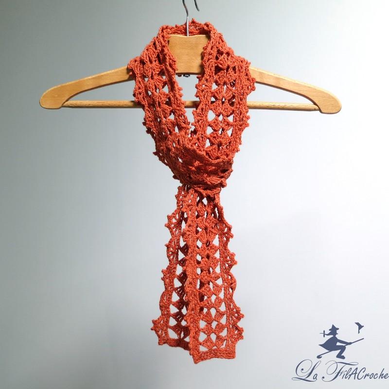 631edf60cb1a Echarpe au crochet La laine en dentelle. Loading zoom