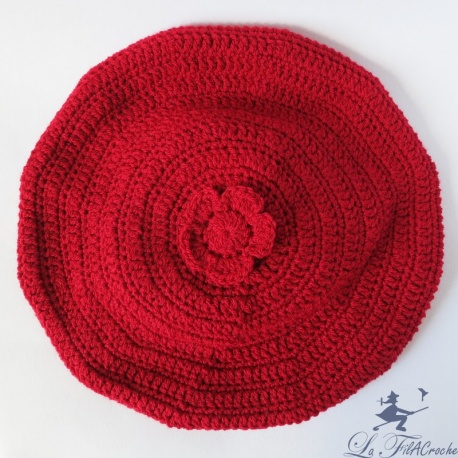 Béret rouge au crochet