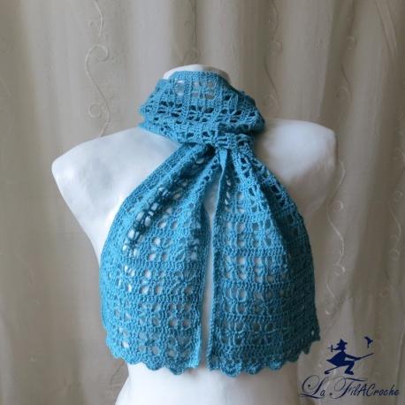 Écharpe femme au crochet bleue point araignée