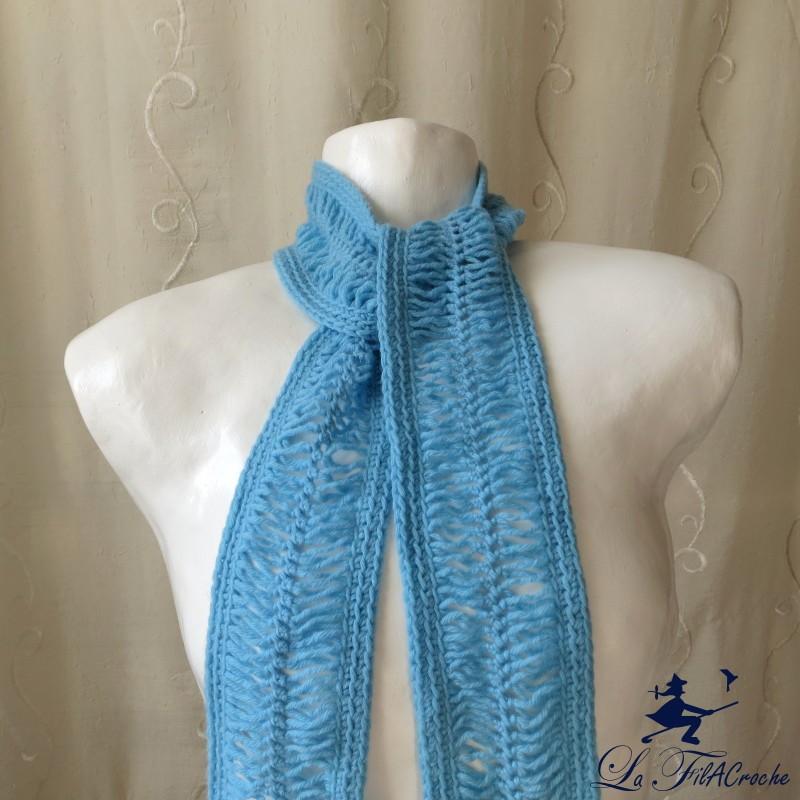39c5ce137a2b Echarpe bleue au crochet à la fourche  C est l hiver! Loading zoom