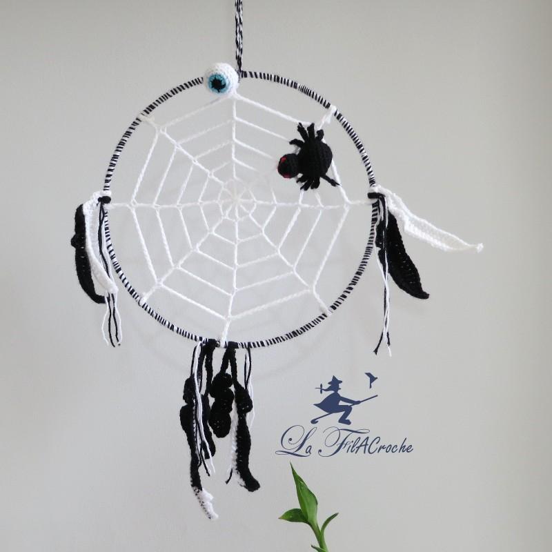 attrape r ves au crochet l 39 araign e sur sa toile. Black Bedroom Furniture Sets. Home Design Ideas