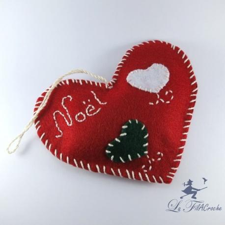Cœur de Noël en feutrine rouge.