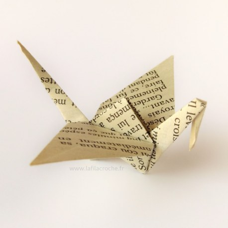 Grue Origami en feuille de livre