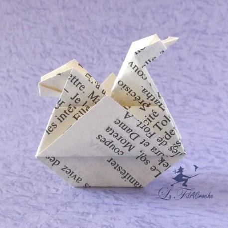 Poulettes en papier de livre