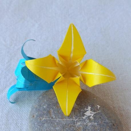 Fleur d'iris ou de lys en origami