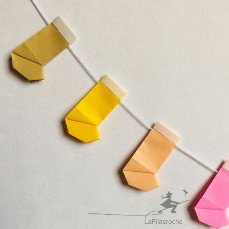 Guirlande de bottes de Noël en origami
