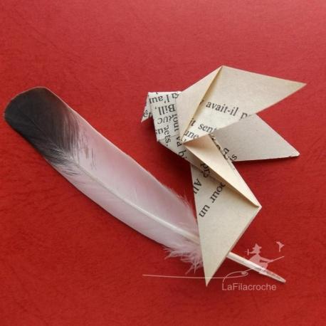 Colombe en papier de livre