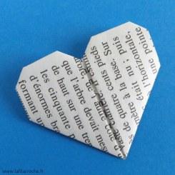 Coeur origami en papier de livre