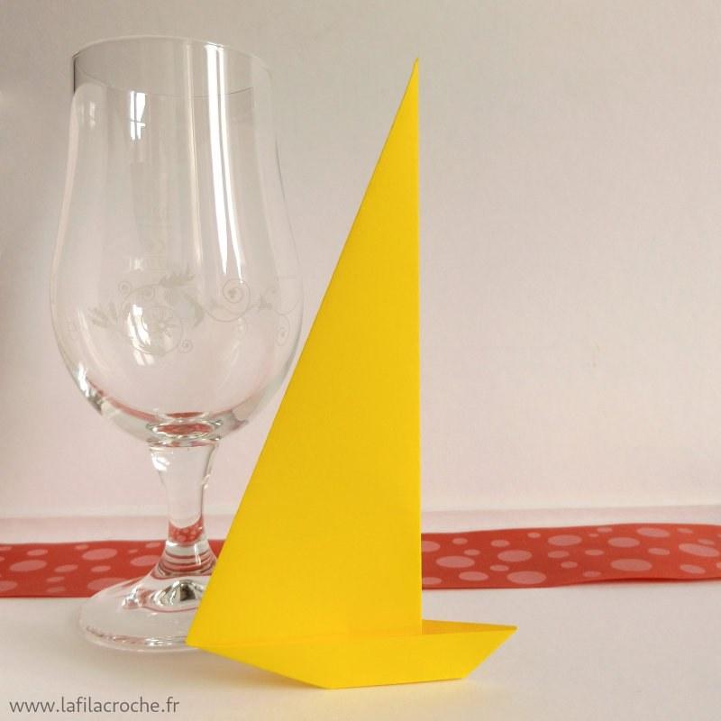porte nom bateau grande voile origami repas theme marin. Black Bedroom Furniture Sets. Home Design Ideas