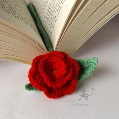 marque-page rose rouge au crochet