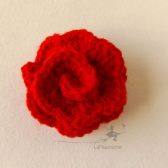 Rose rouge au crochet