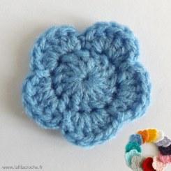 appliqué fleur bleue au crochet