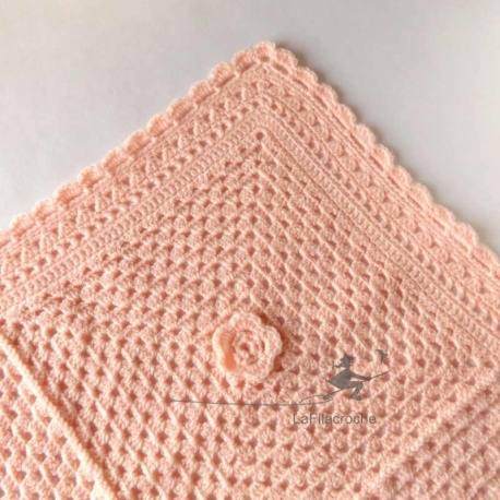 Plaid bébé rose au crochet