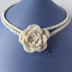 Collier ras de cou fleur au crochet