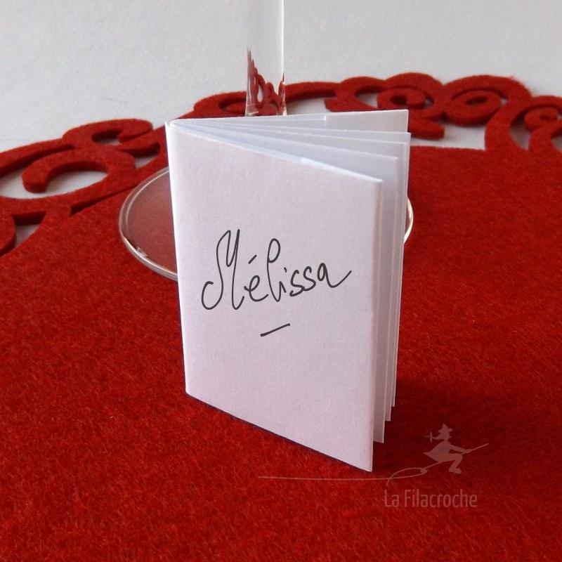 marque place en forme de petit livre origami fait main. Black Bedroom Furniture Sets. Home Design Ideas