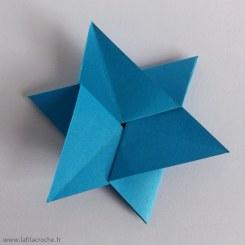étoile décorative en papier