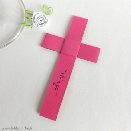 Marque-place croix Chrétienne origami