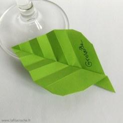 Marque-place feuille de plante en origami