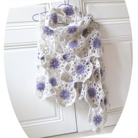 Étole fleurs au crochet