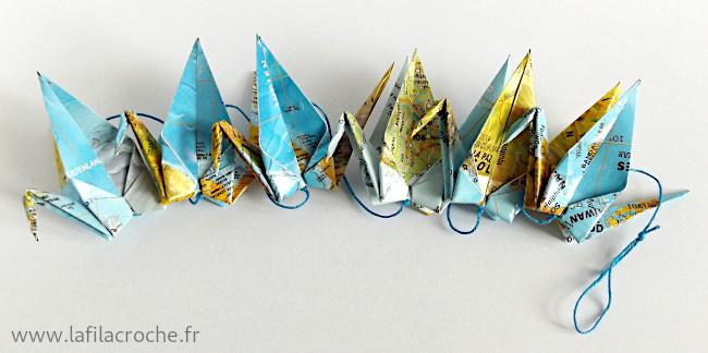 Guirlande 6 grues origami en papier imprimé atlas