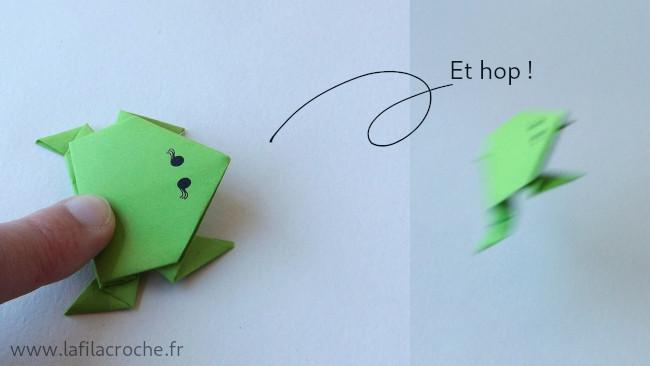 Saut d'une grenouille en origami