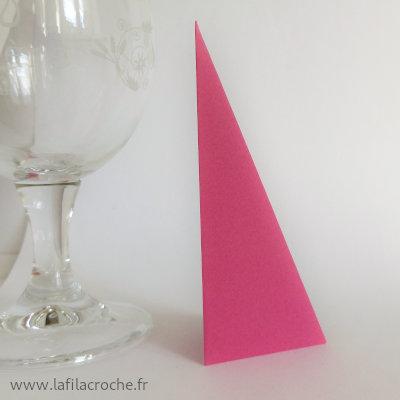 Marque-place 4 plis posé dans le sens de la hauteur