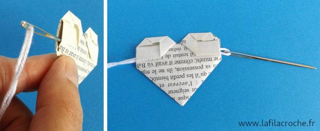 Enfiler le cœur origami sur un fil