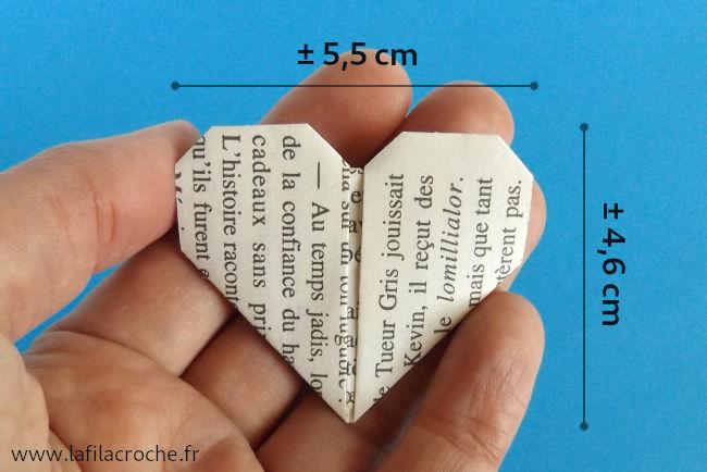 Dimensions du cœur en papier de livre